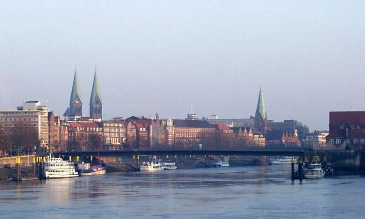Rất nhiều công trình quan trọng trong thành phố từ dòng sông