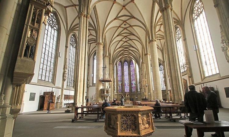 Kiến trúc đơn giản Bên trong Nhà thờ St. Lamberti