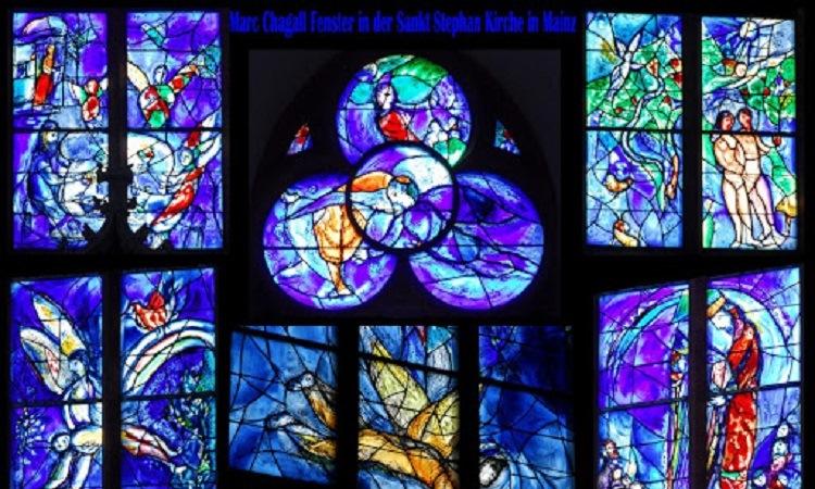 Những bức tranh kính đầy tính nghệ thuật trang trí bên trong nhà thờ