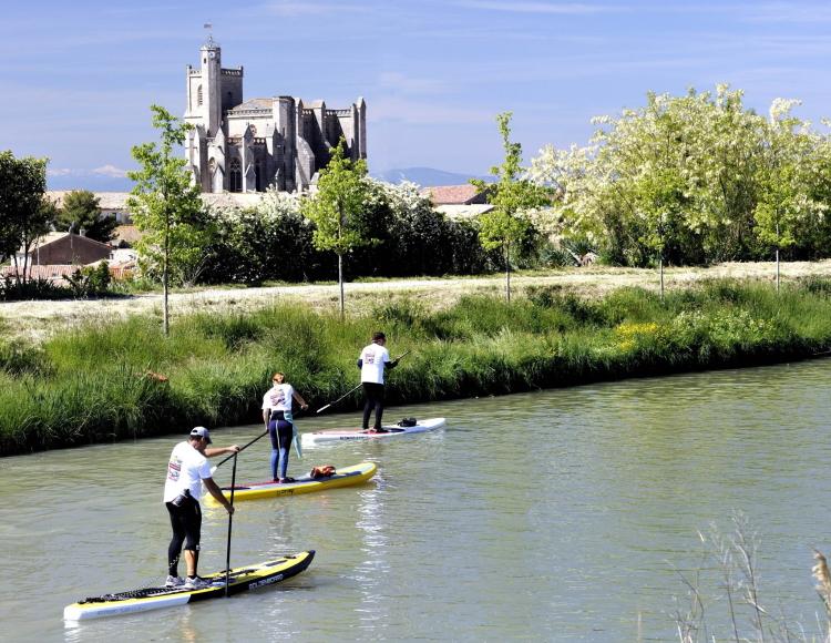 Các hoạt động của du khách trên dòng kênh