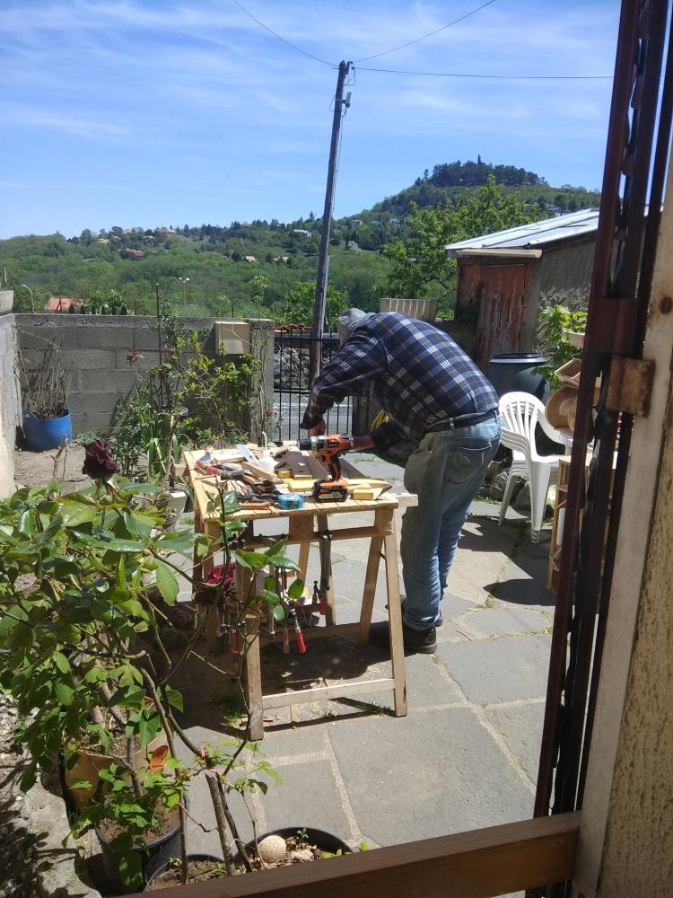 Người già cô đơn ở Pháp