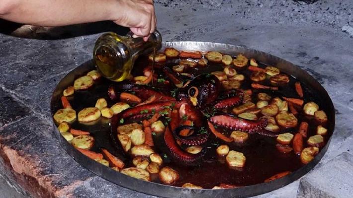 Peka hay Cripjna là phương pháp chế biến món ăn truyền thống Croatia.