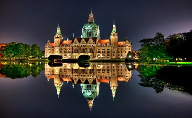 """Cologne nổi tiếng với nhà thờ cổ khổng lồ mang tên """"Nhà thờ Cologne"""""""