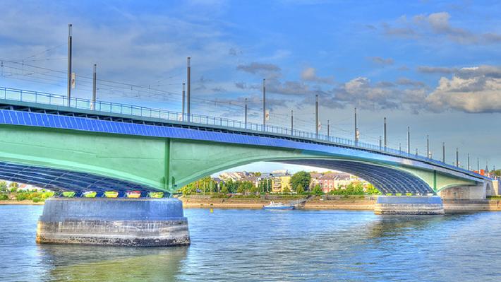 Dọc theo bờ sông, du khách sẽ tận hưởng được cảm giác thư thái
