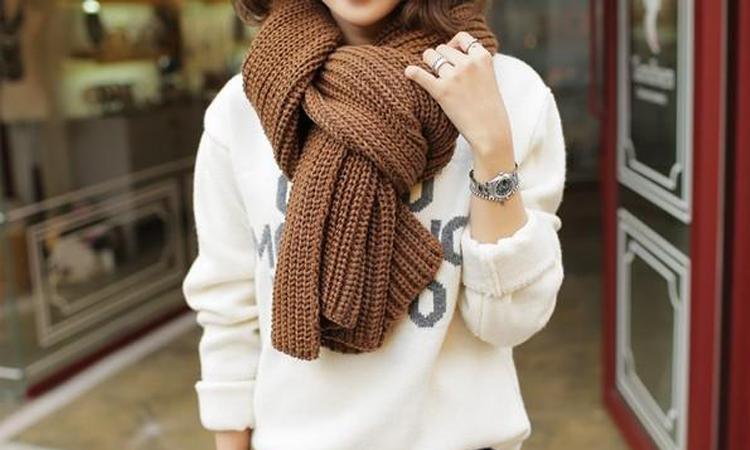 Châu Âu thường lạnh nên bạn có thể mang theo những chiếc khăn quàng
