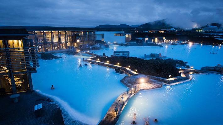 Blue Lagoon là suối khoáng nóng hình thành từ dòng dung nham của núi lửa.