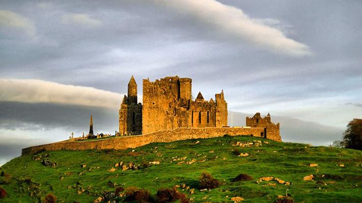 Lâu đài Rock of Cashel
