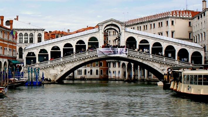 Cầu Rialto và khu chợ Rialto