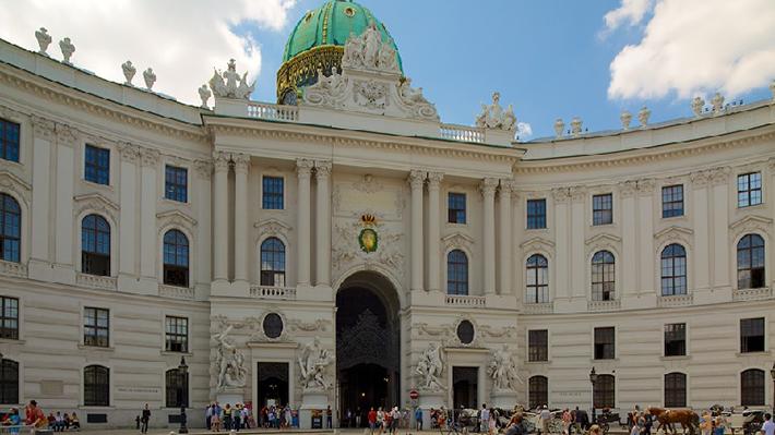 Cung điện hoàng gia Hofburg điểm đến quan trọng trong hành trình du lịch Vienna