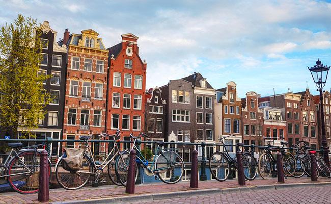 Amsterdam thành phố của xe đạp