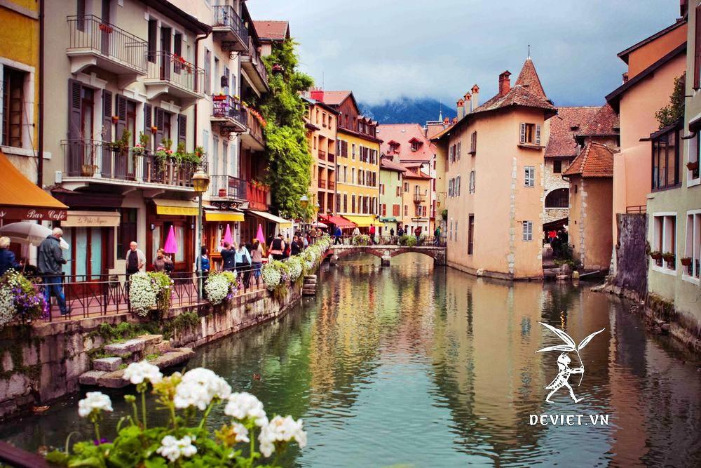 tour-du-lich-chau-au-de-viet-Annecy-Phap-schengen